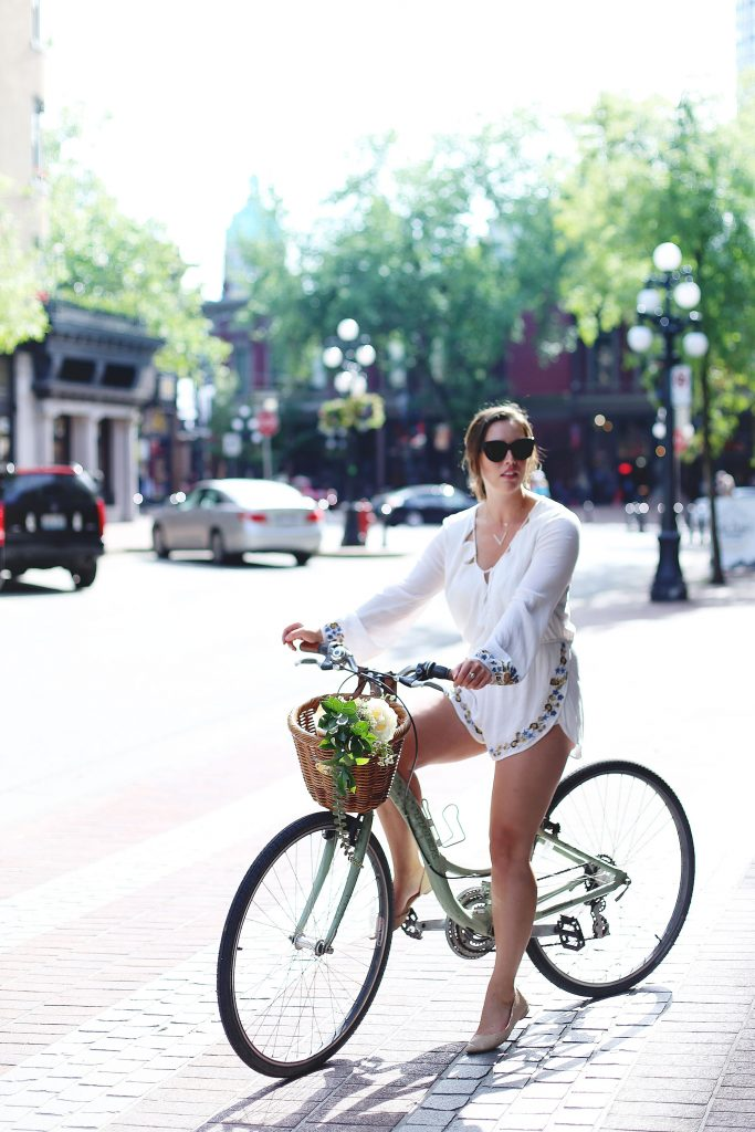 Cute bike riding outfit idea