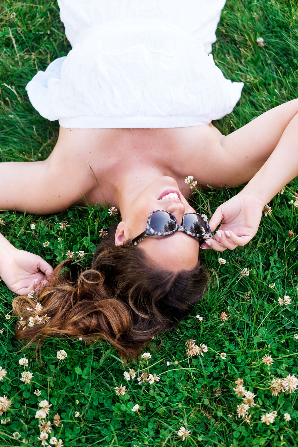 Summer beach outfit ideas in bailey nelson sunglasses by To Vogue or Bust