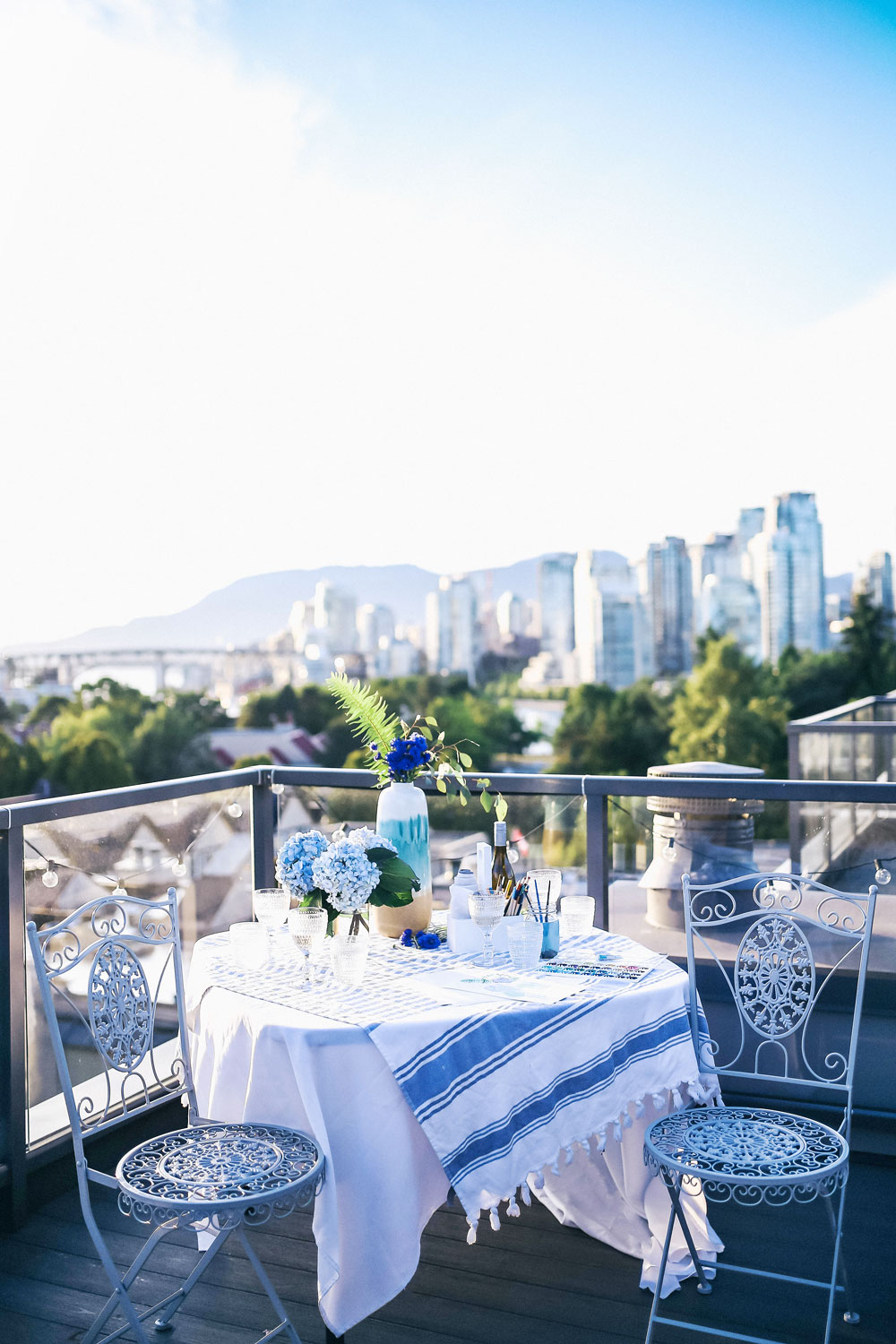 Patio party decorating ideas by To Vogue or Bust