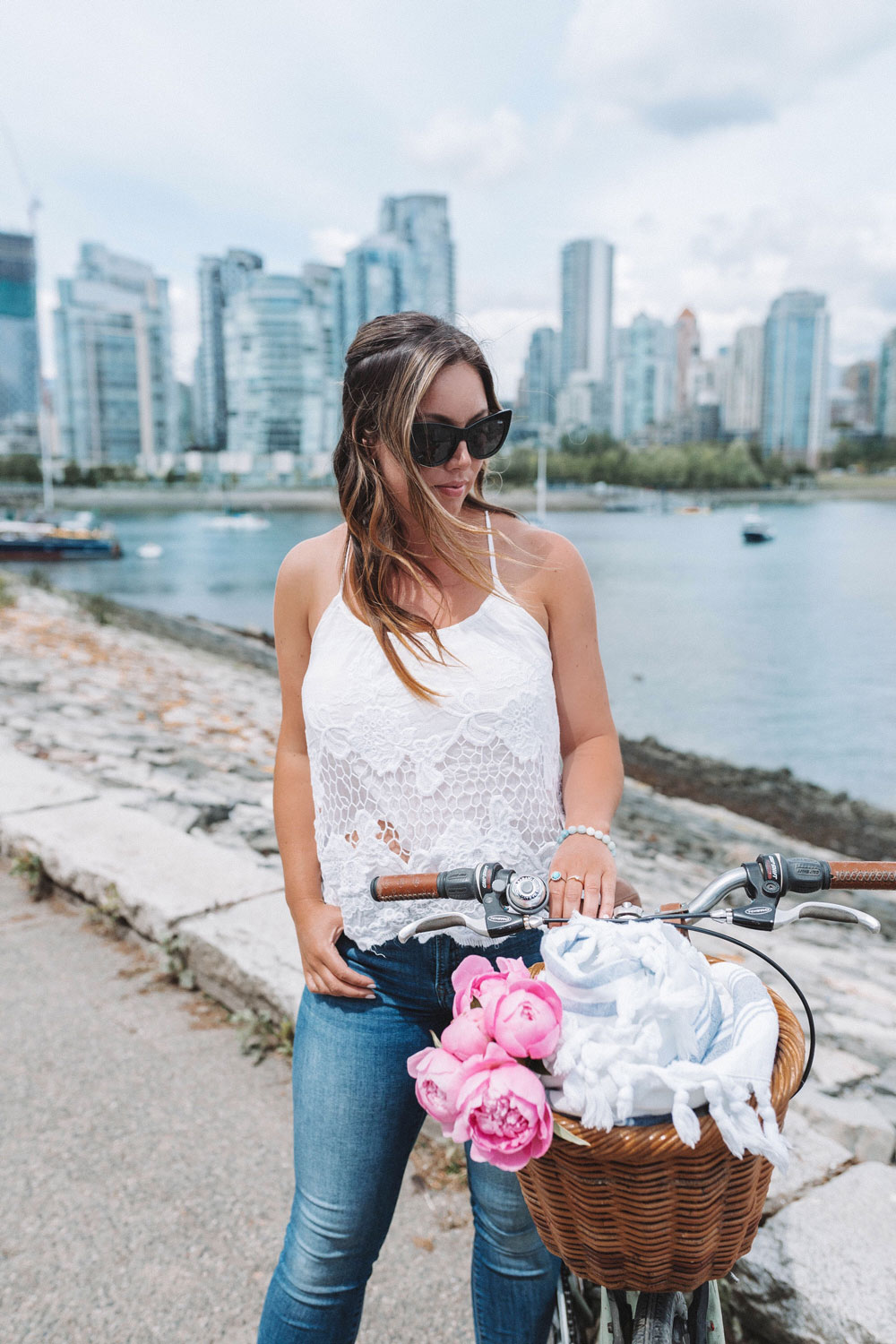 what to wear biking mavi skinny jeans by To Vogue or Bust