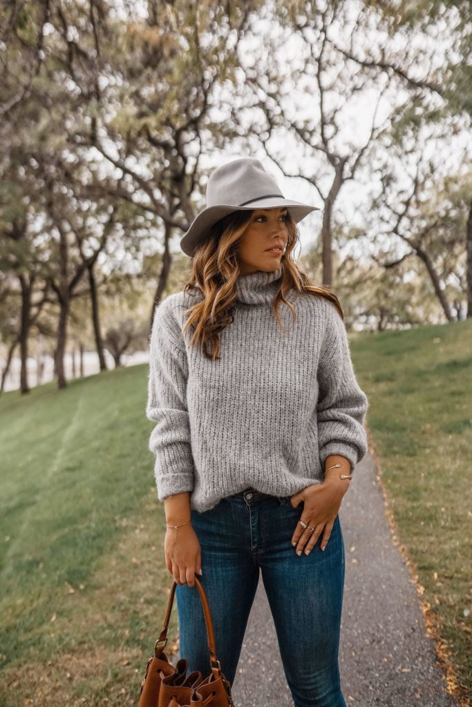 Aritzia Knit Sweater